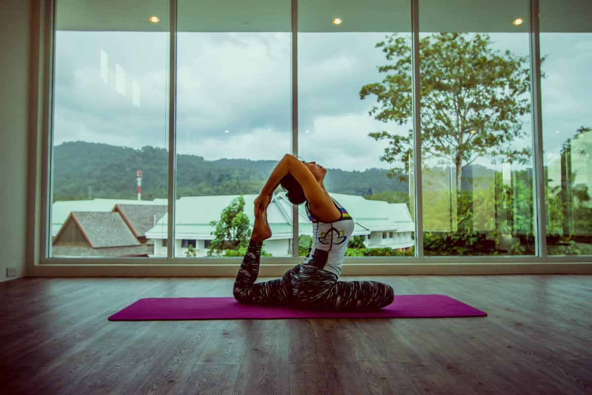 практикуйте сегодня йогу