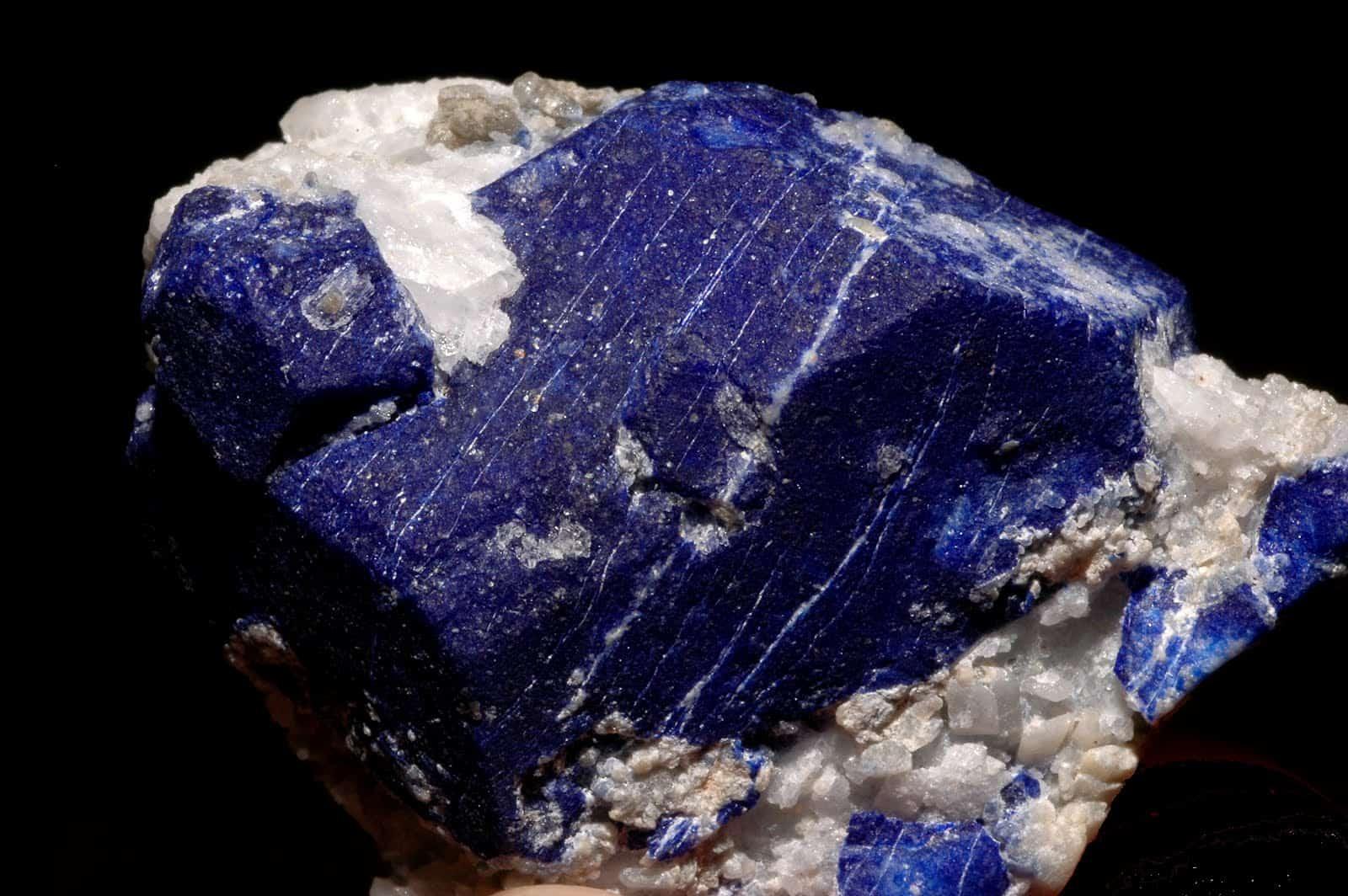 порода, из которой получают минерал