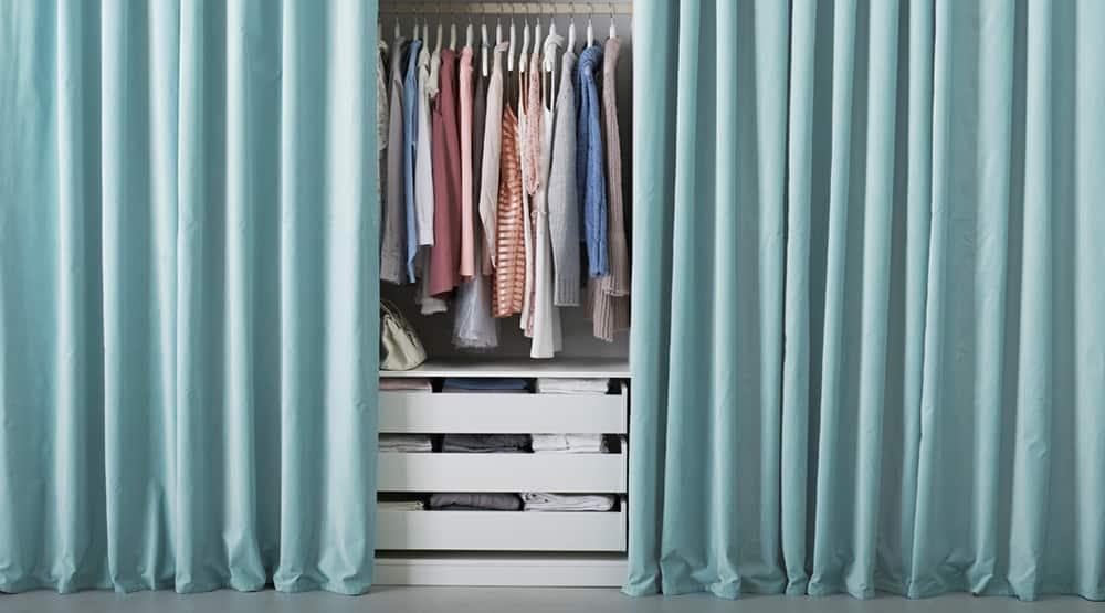 используйте занавеску для шкафа-купе