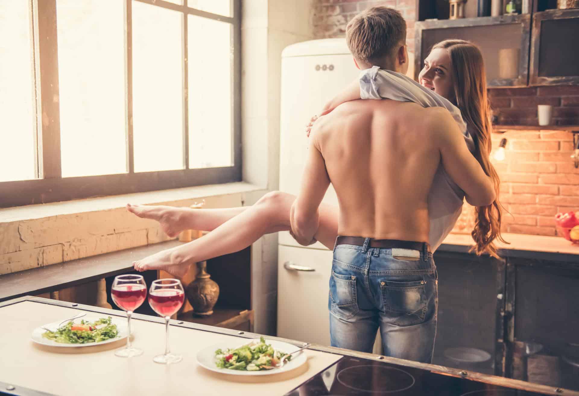 мужчина-Телец часто готовит для любимой