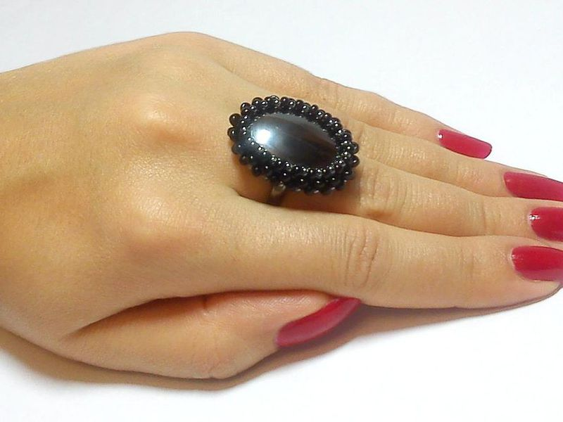кольцо с кровавиком