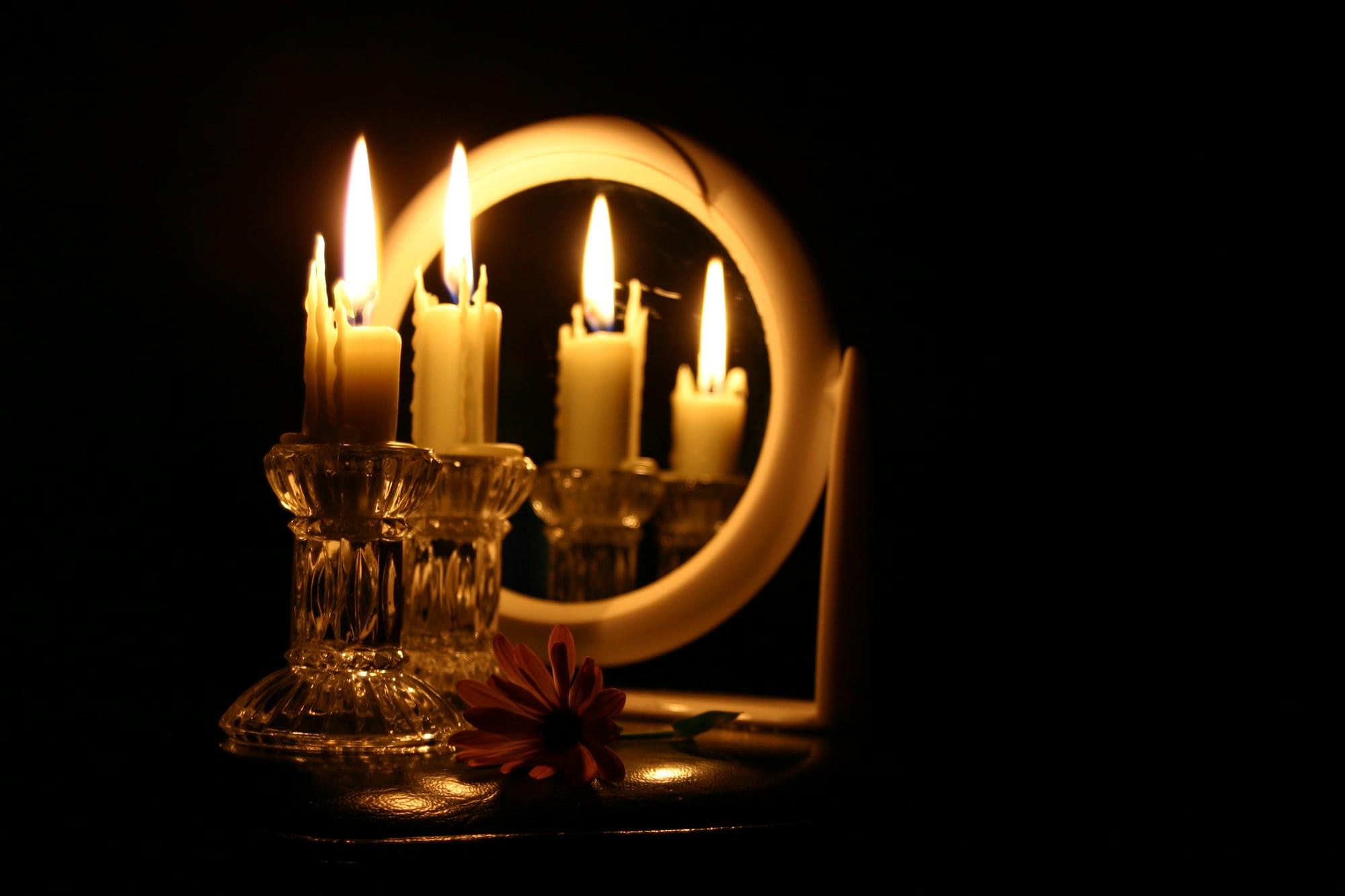 гадание со свечами и зеркалом