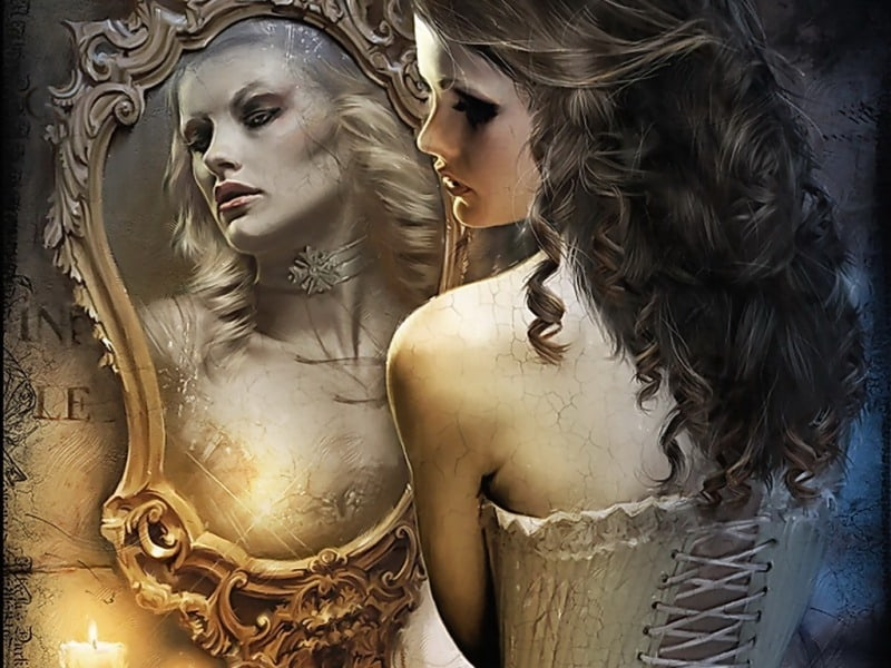 Почему нельзя смотреть в зеркало ночью - с чем это связано