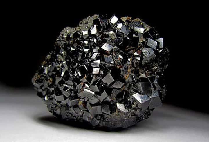 Камень Гранат: магические свойства и кому он подходить