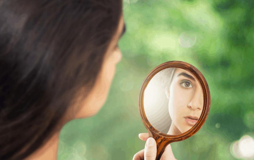 К чему снится зеркало или смотреть в зеркало во сне