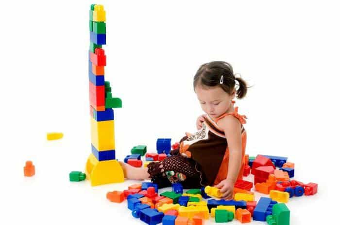 Наглядно-действенное мышление типично для детей