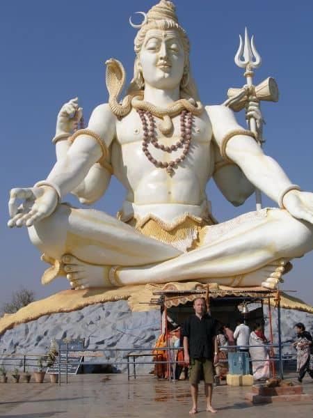 статуя бога Шивы