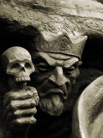 Чернобог каменная статуя