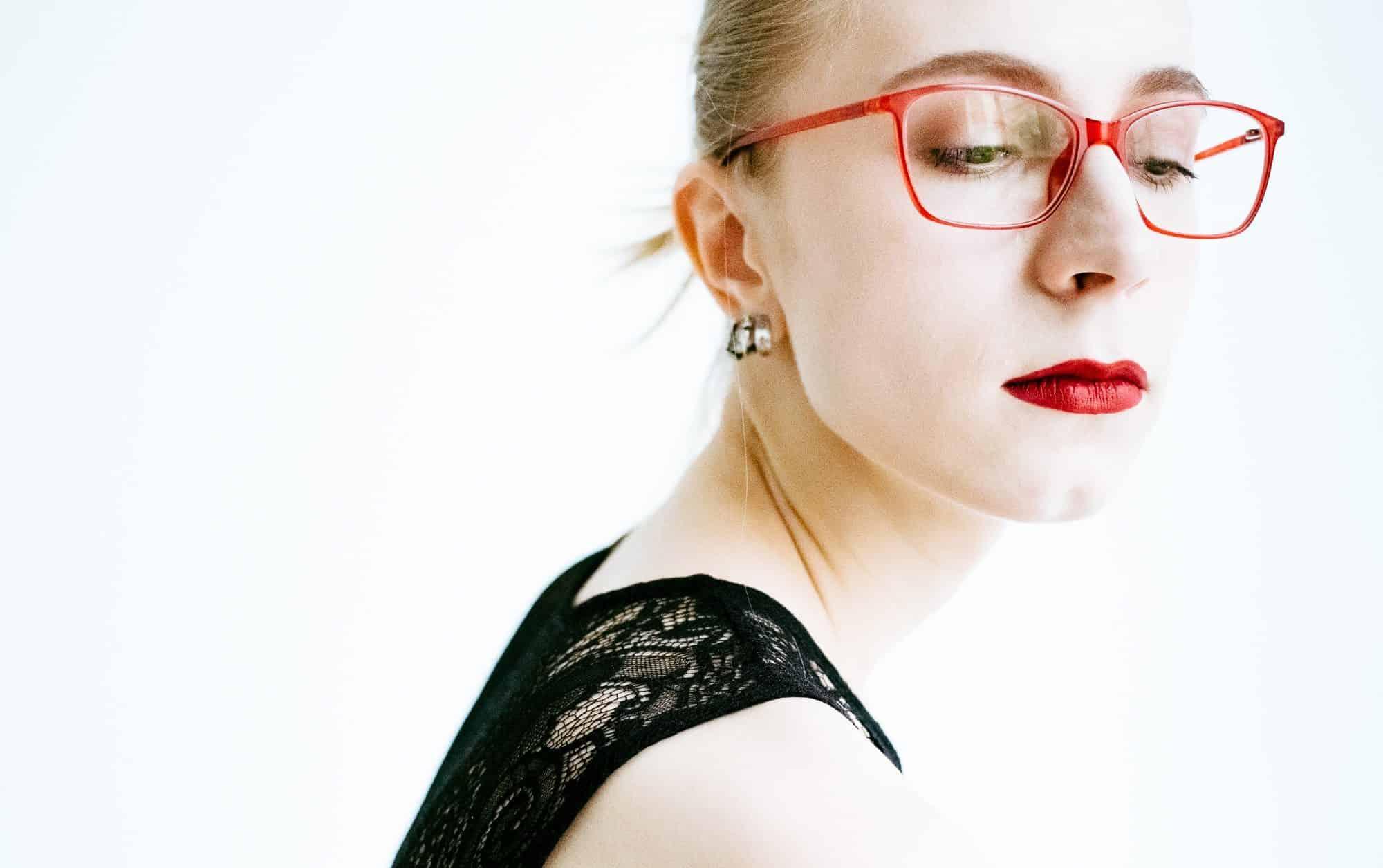 Портрет Ирины Куземко, интерсекс-активистки.