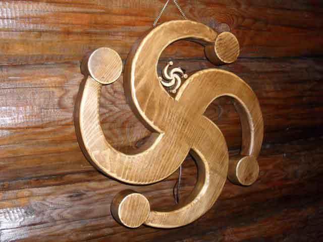 деревянный символ Рода