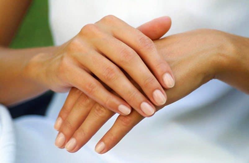 чешутся пальцы левой руки
