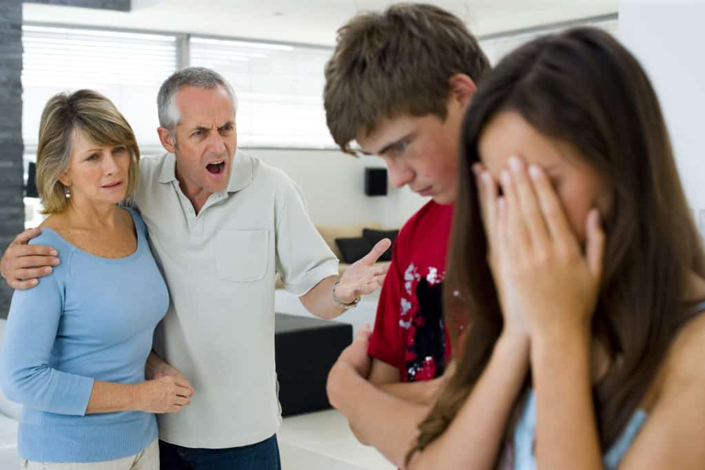 в семье обычно плохие отношения с родителями