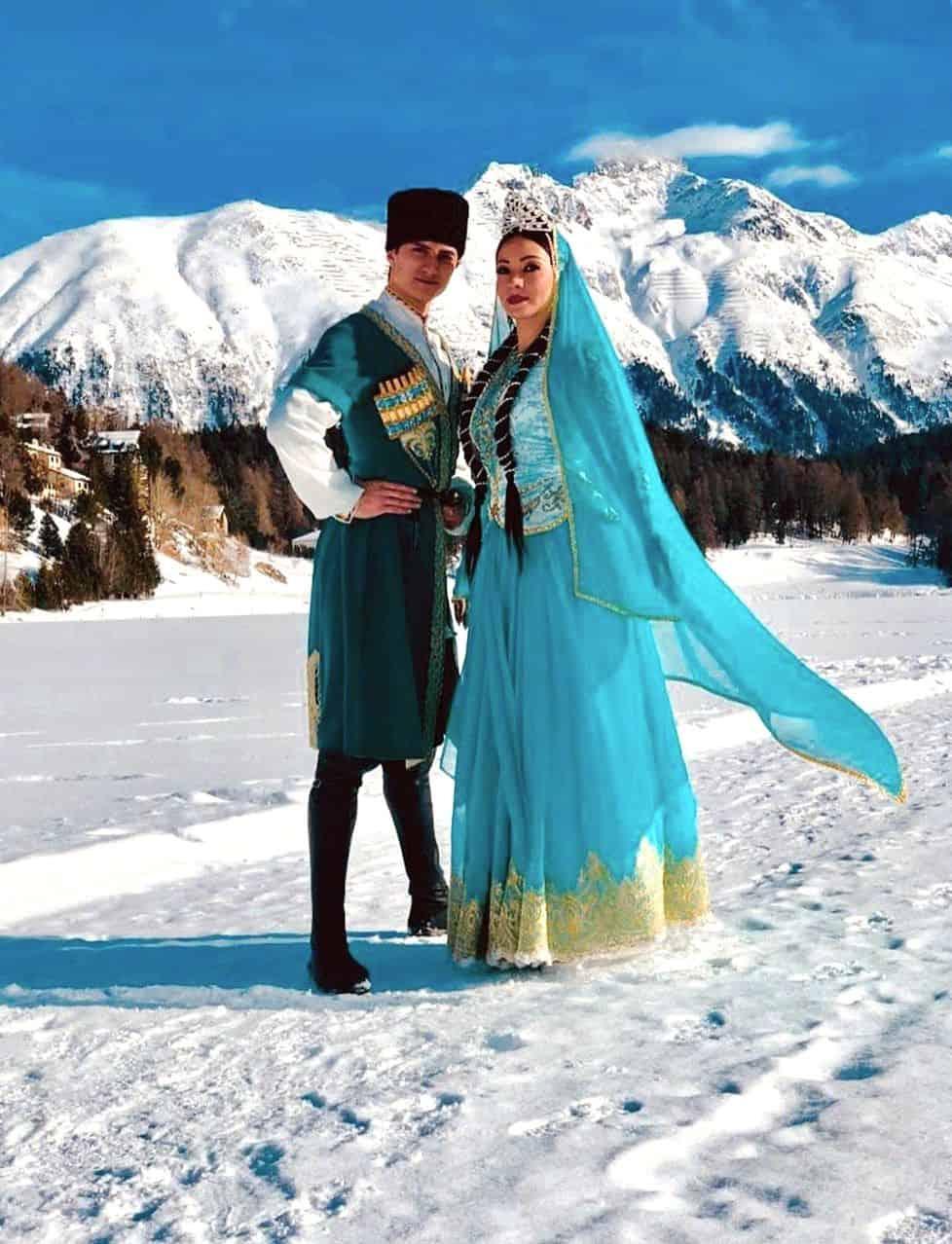 азербайджанцы на фоне гор фото