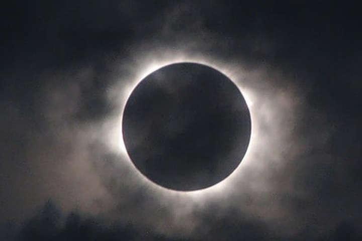полное лунное затмение фото