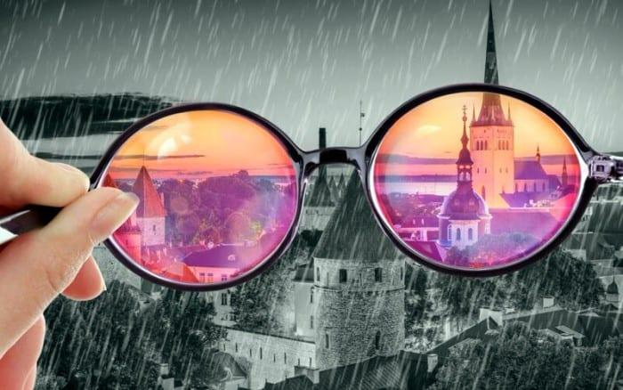 часто смотрят на мир через розовые очки