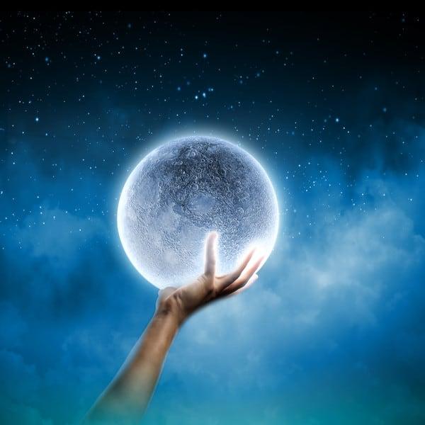 Селена - также известна как Белая Луна