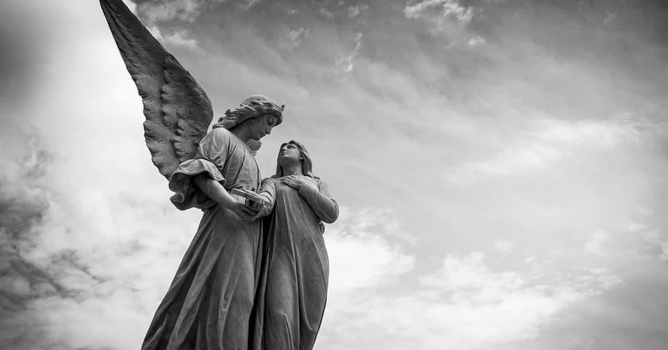 Селена проявляет себя как ангел-хранитель
