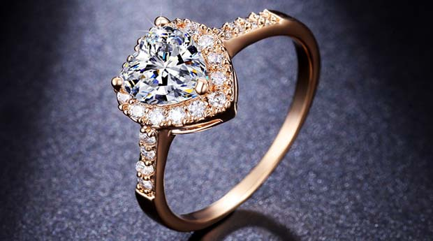 кольцо с бриллиантом фото