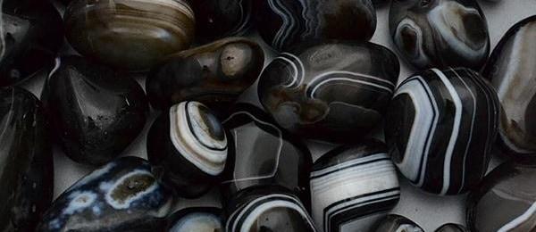 черные камни камень свойства кому подходит