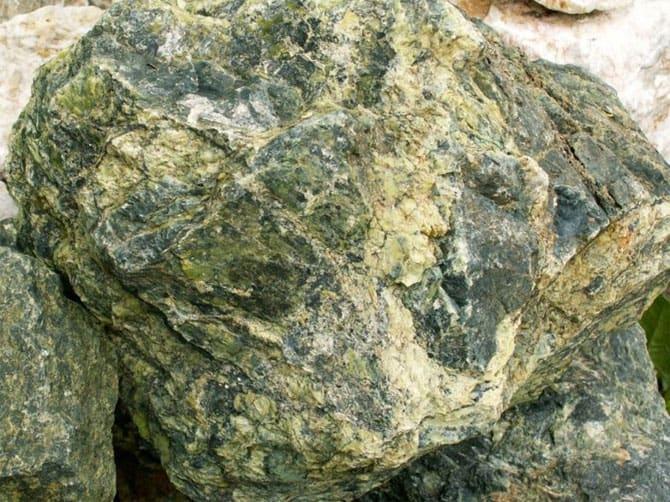змеевик камень свойства кому подходит