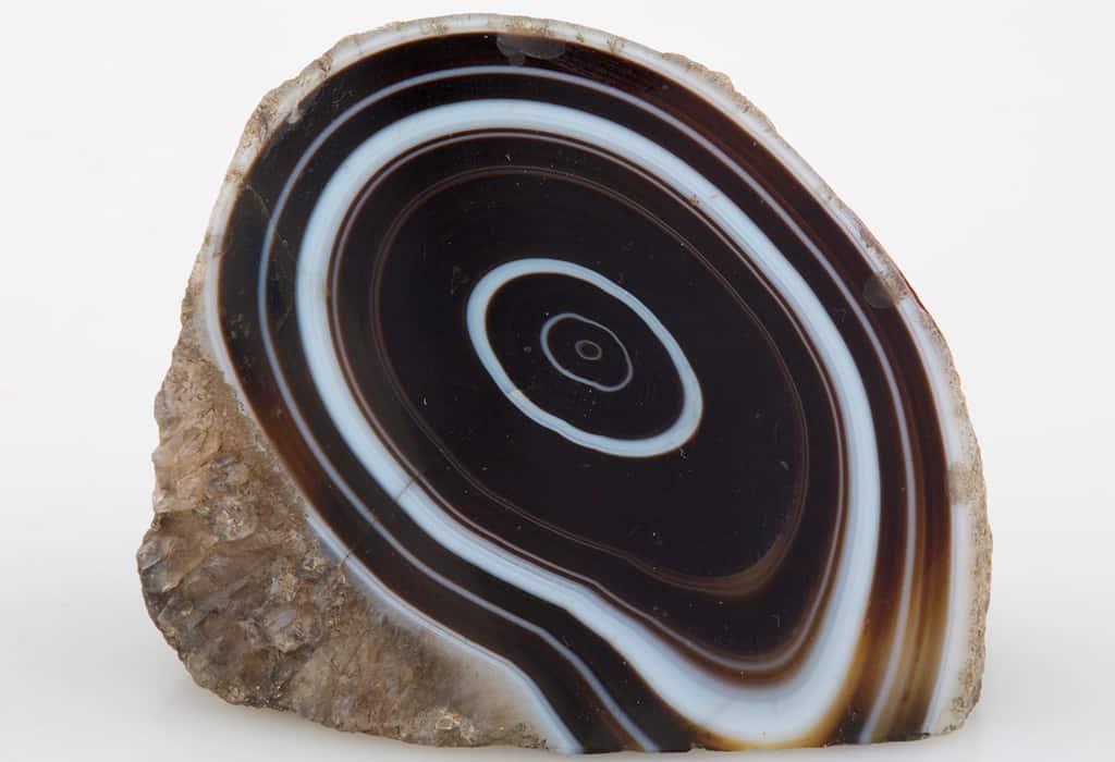 черный агат камень свойства кому подходит