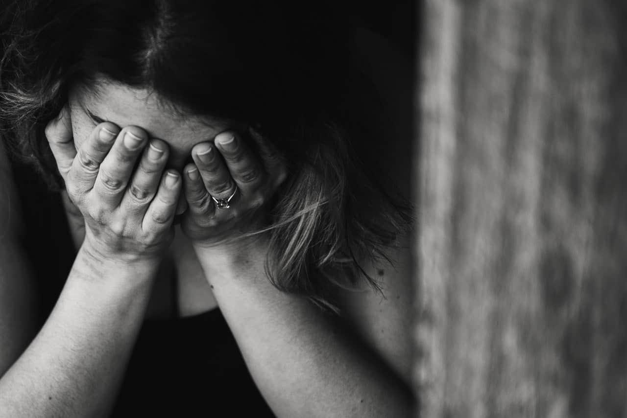 постоянно угнетённое состояние - признак депресии
