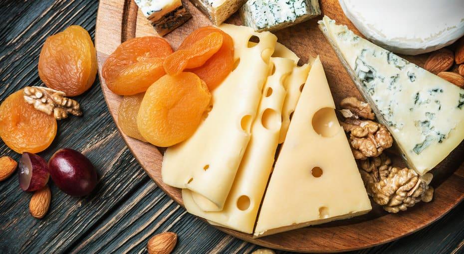 мышь любит сыр и орехи