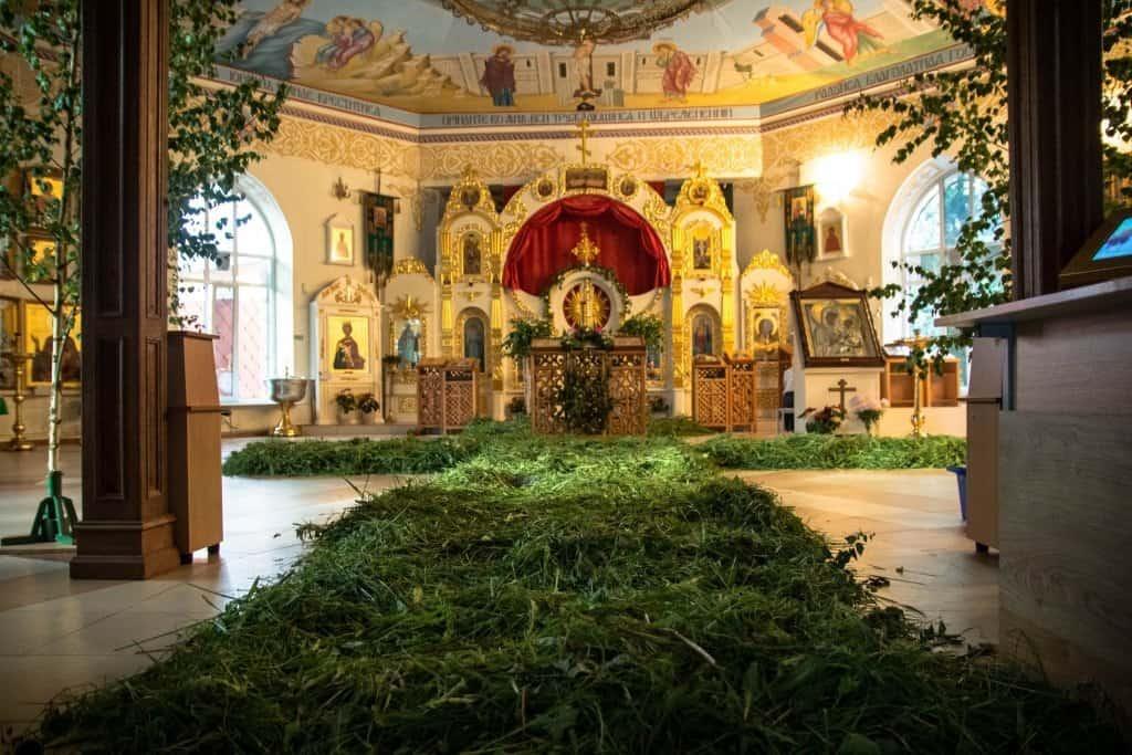 украшение храма на Троицу