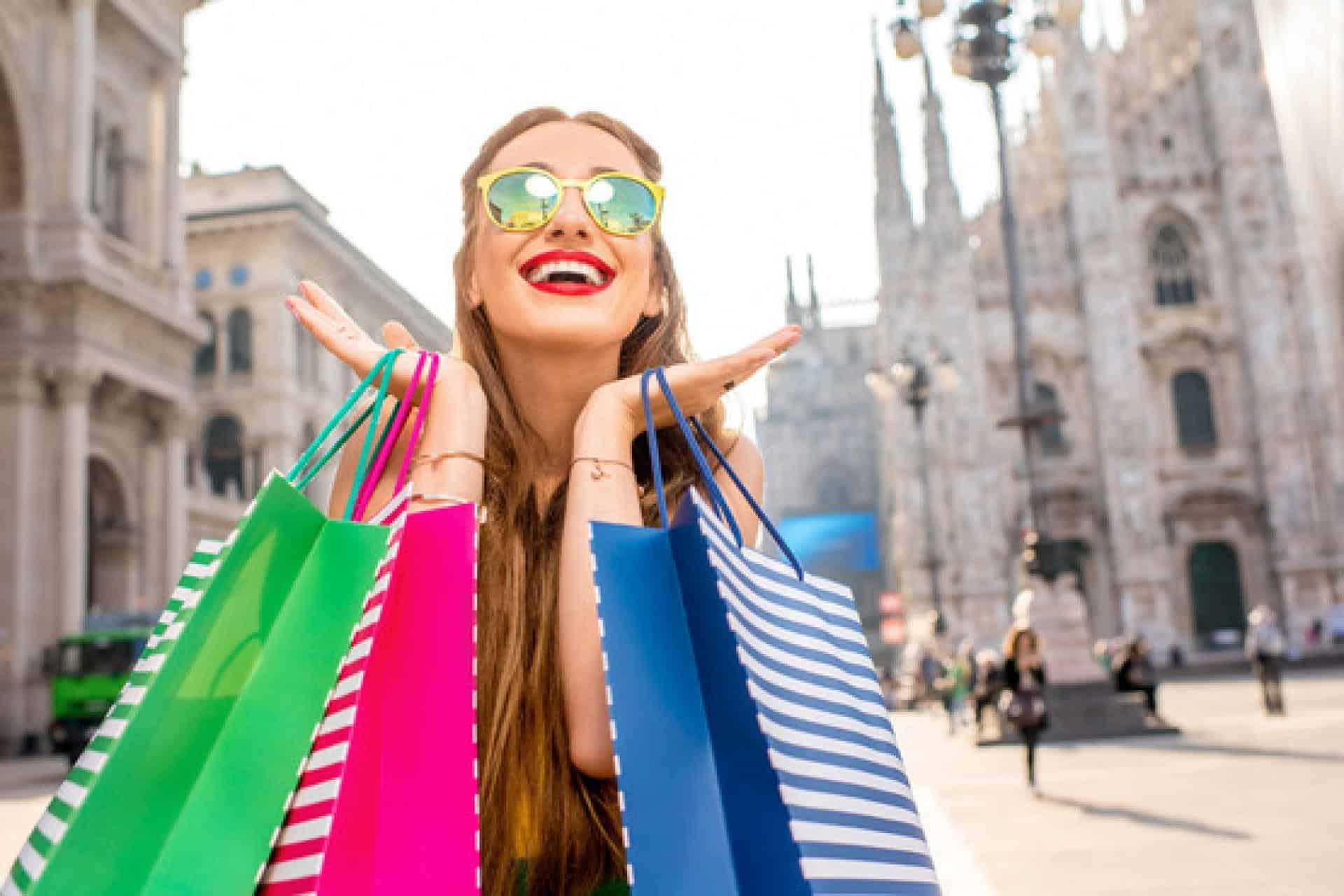 девушка на шопинге
