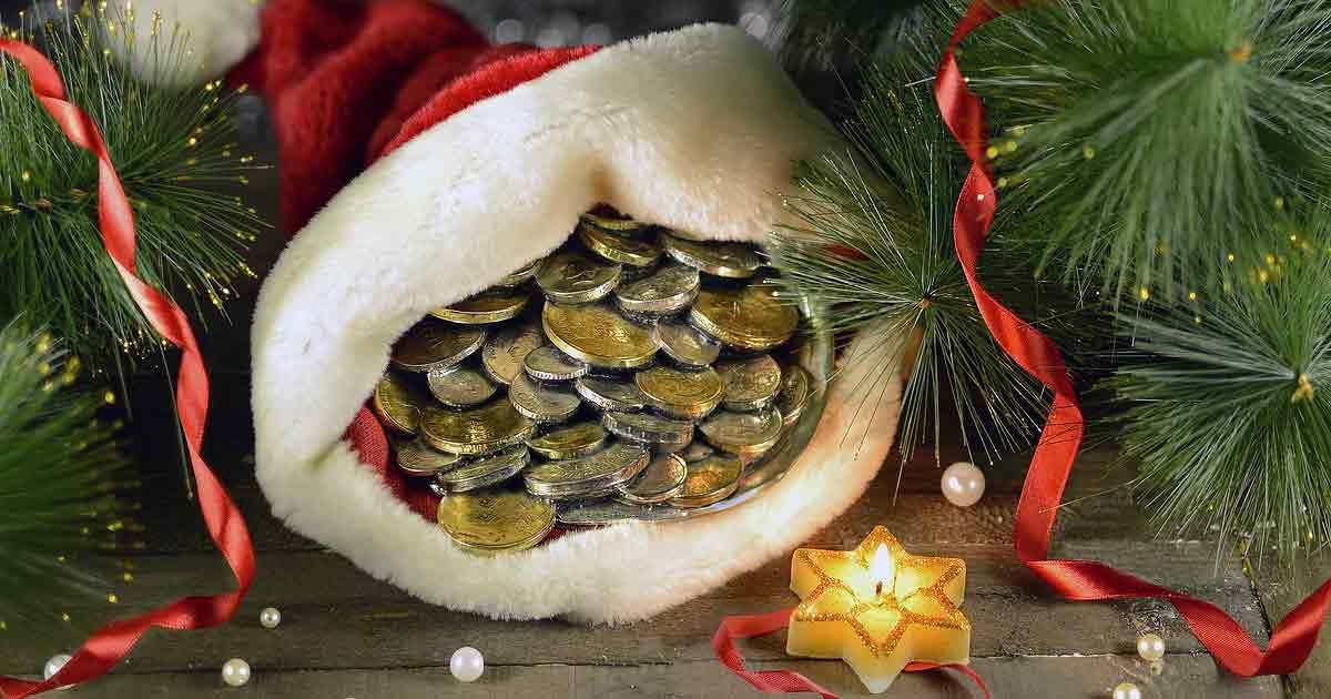 новогодний колпак с монетками