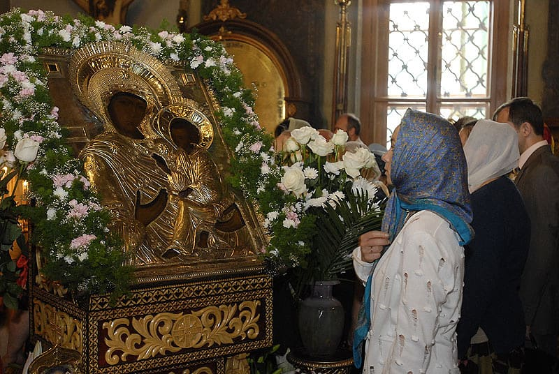 молитва у иконы Богородицы