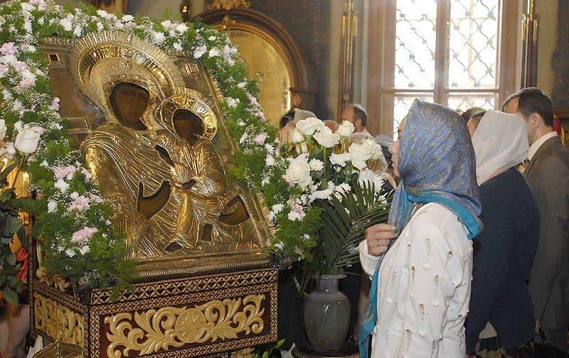 молитва у Тихвинской иконы