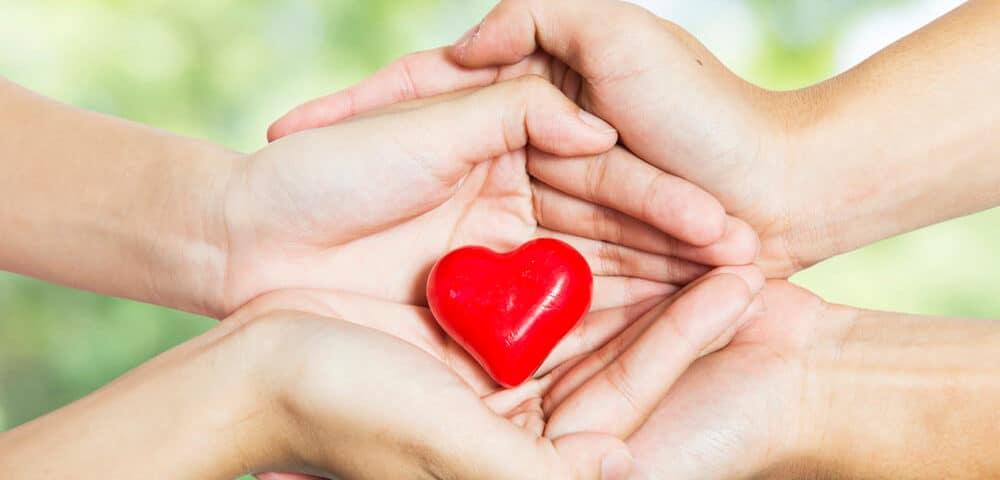 любят помогать другим