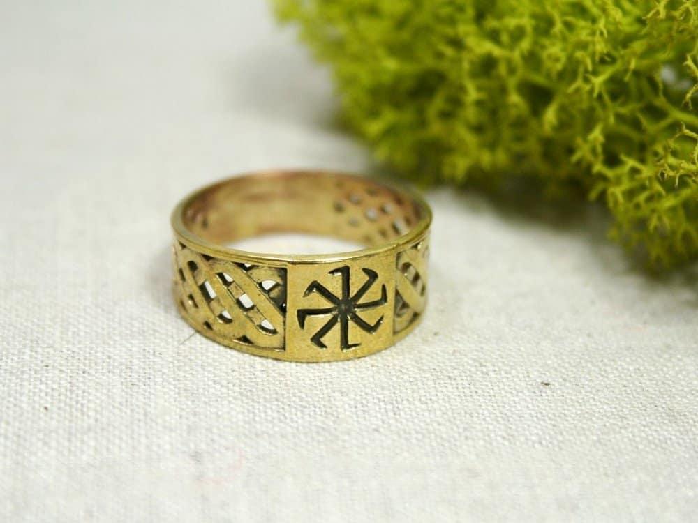 кольцо с колядником