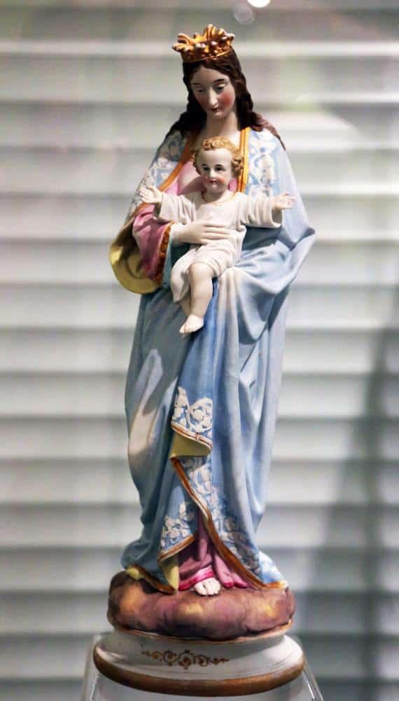 католическая статуэтка Богородицы